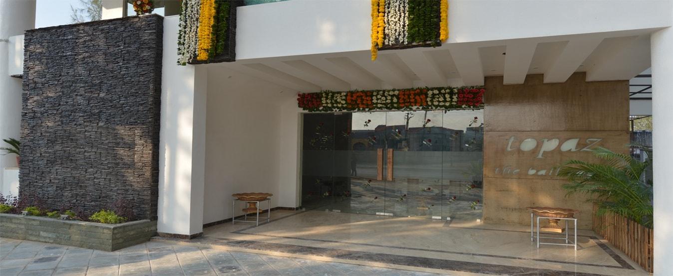 Hotel aum regency 4 star hotel in vadodara gujarat india for Aum indian cuisine